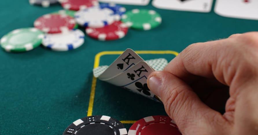 Pokeriopas voittavan käden tekemiseen
