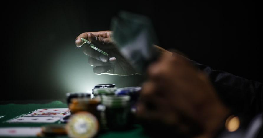 Opas maksimointi kilpailutekijä pelaamalla pokeria