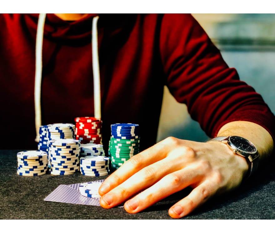 Suosituimmat online-kasinot, joilla voit pelata Live Casino Holdemia